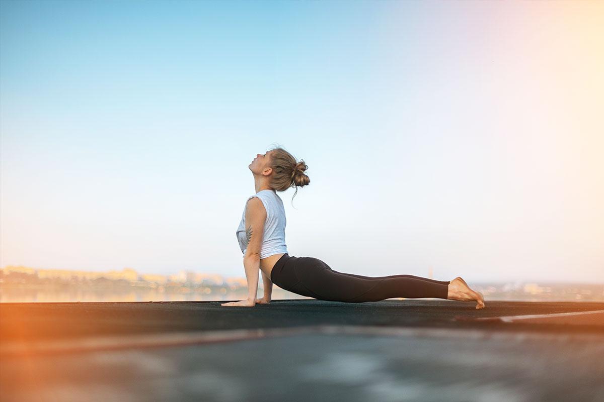 menina de ioga